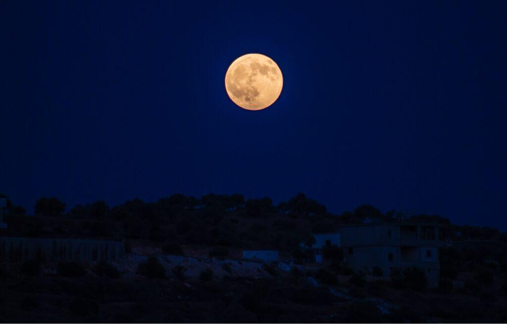 Mėnulio dienos, Mėnulio ciklas, Mėnulio mėnuo